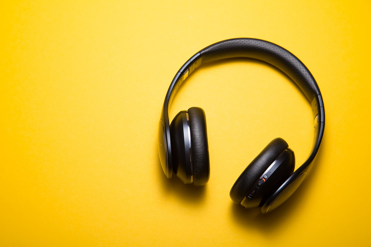 Music and Productivity: How Music Can Help You Be More Productive at Work – by Curtis Dean