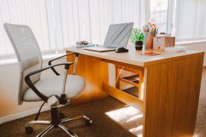 organised desk, less stressed